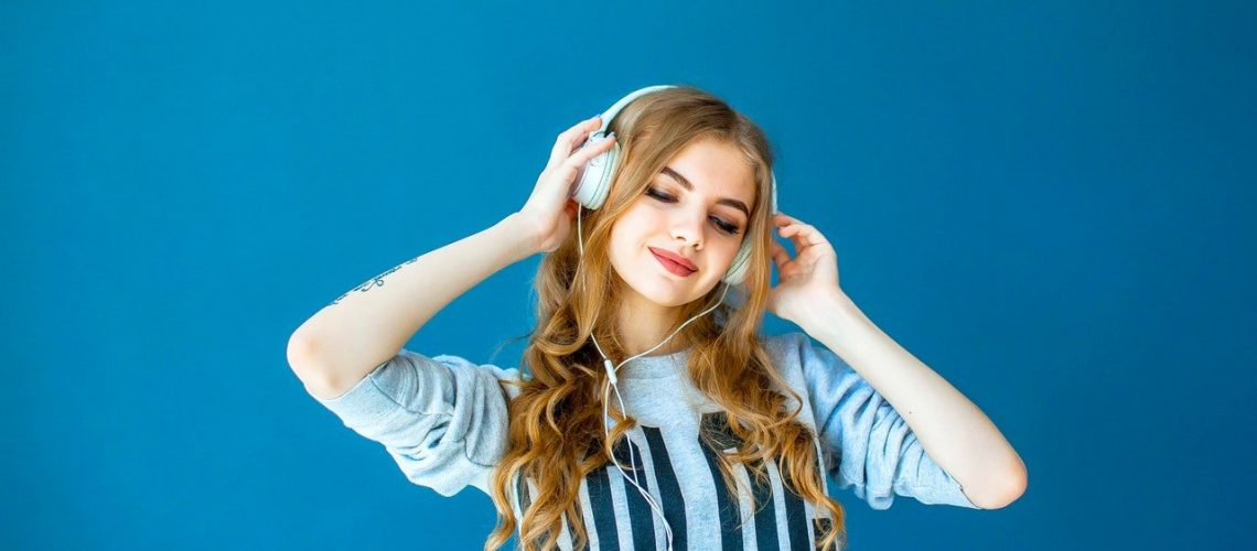 women-wearing-a-headphone-2751115